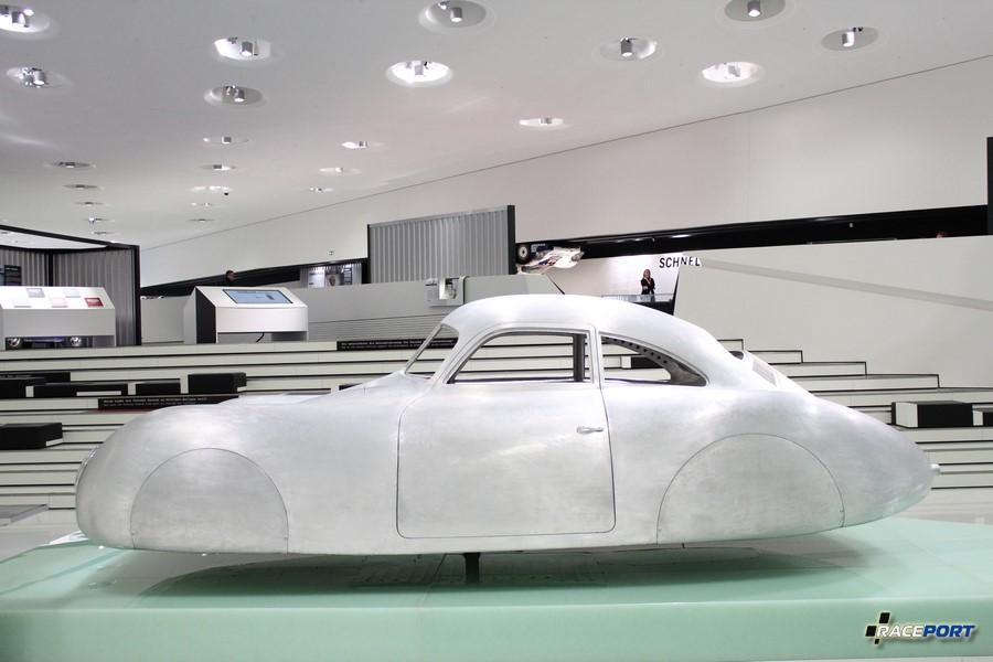 Porsche Typ 64 1939 г.в. Двигатель оппозитный 4 цил. 1131 куб см 33 л.с. 140 км/ч