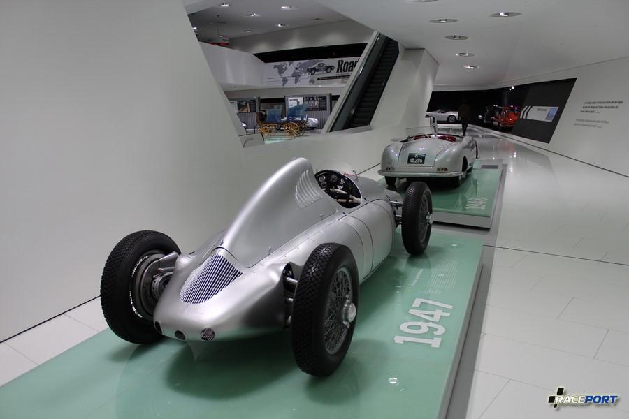 Porsche Typ 360 Cisitalia 1947 г.в. Двигатель с компрессором 12 цил. 1493 куб см 385 л. с. макс. скорость 300 км/ч