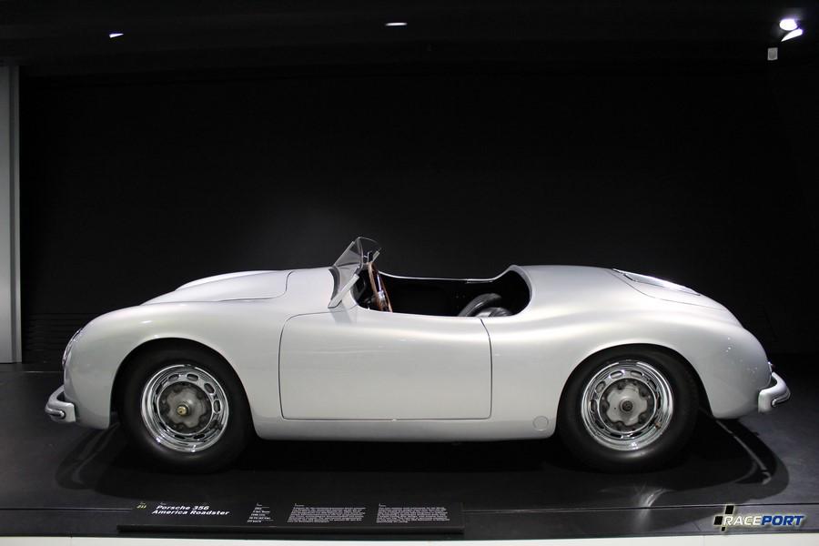 Porsche 356 America Roadster 1953 г. в. Двигатель оппозитный 4 цил., объем 1488 куб см, мощность 70 л. с., макс. скорость 177 км/ч