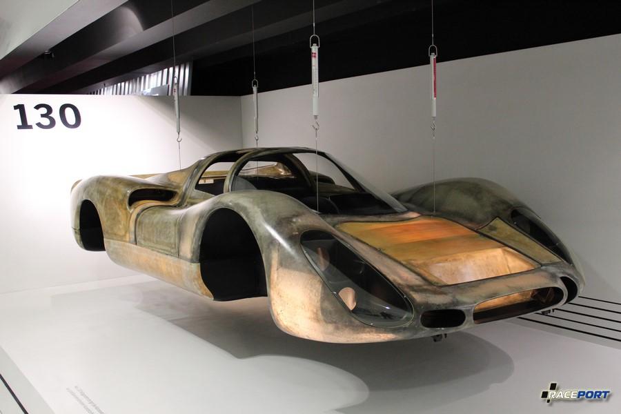 Кузов из стекловолокна от Porsche 908. Общий вес всего 130 кг.