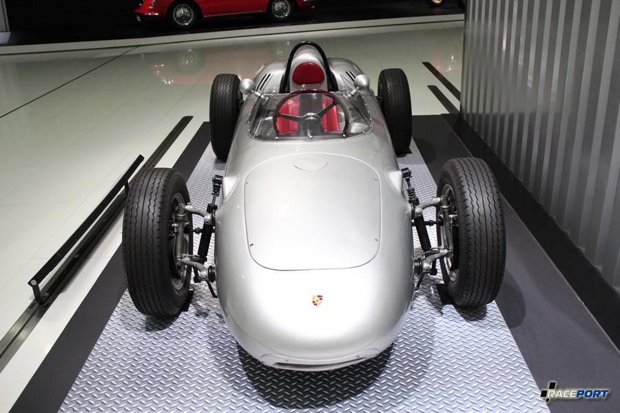 Porsche 718 Formula 2 1960 г. в. Двигатель оппозитный 4 цил., объем 1498 куб см, мощность 155 л. с., макс. скорость 255 км/ч. Вес 456 кг