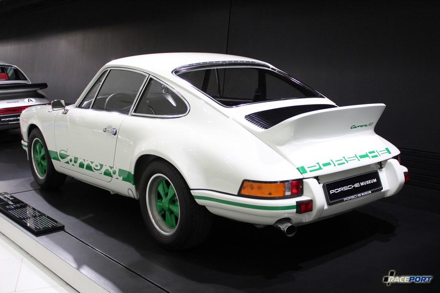Porsche 911 Carrera RS 2.7 Coupe 1973 г. в. Двигатель оппозитный 6 цил., объем 2687 куб см, мощность 210 л. с., макс. скорость 240 км/ч Собрано 1525 автомобилей вместо планируемых 500 для омологации в гонках.
