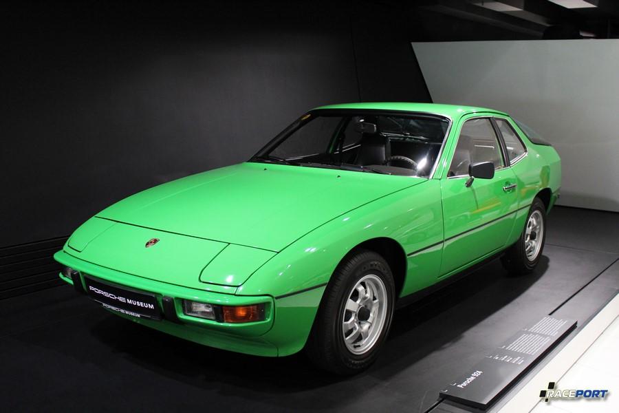 Porsche 924 1976 г. в. Двигатель 4 цил., объем 1984 куб см, мощность 125 л. с., макс. скорость 200 км/ч