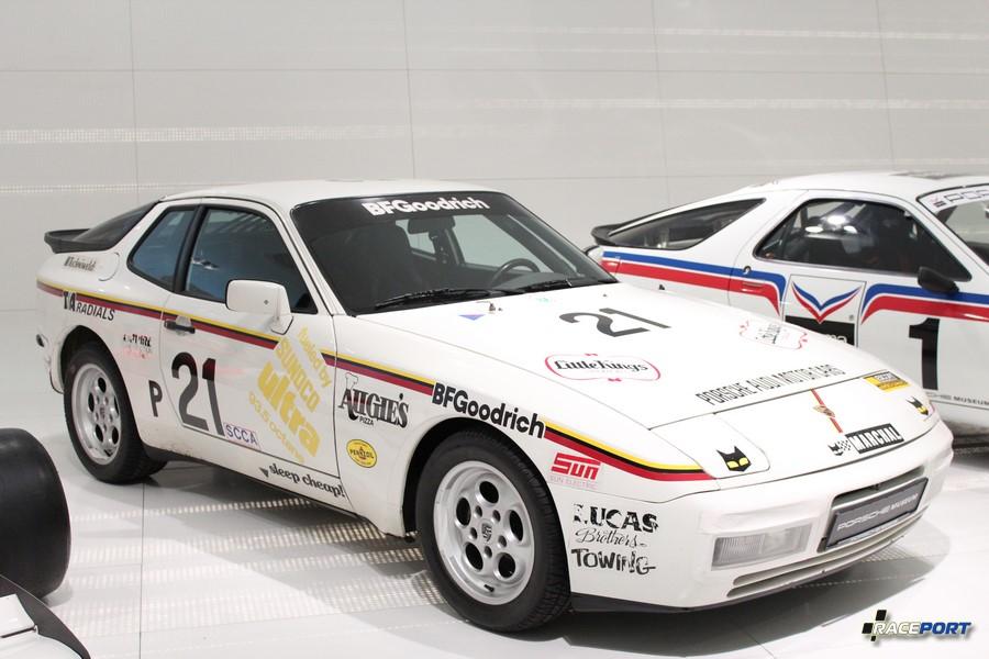 Porsche 944 Turbo 24h Nelson Ledges 1984 г. в. Двигатель 4 цил., объем 2479 куб см, мощность 220 л. с., макс. скорость 245 км/ч