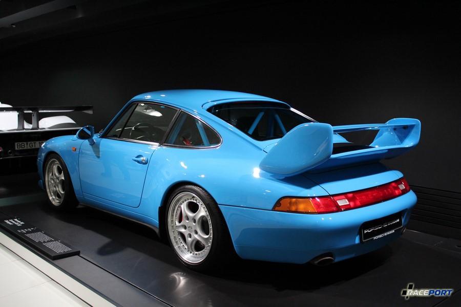 Porsche 911 Carrera RS 3.8 Clubsport 1996 г. в. Двигатель оппозитный 6 цил., объем 3746 куб см, мощность 300 л. с., макс. скорость 277 км/ч