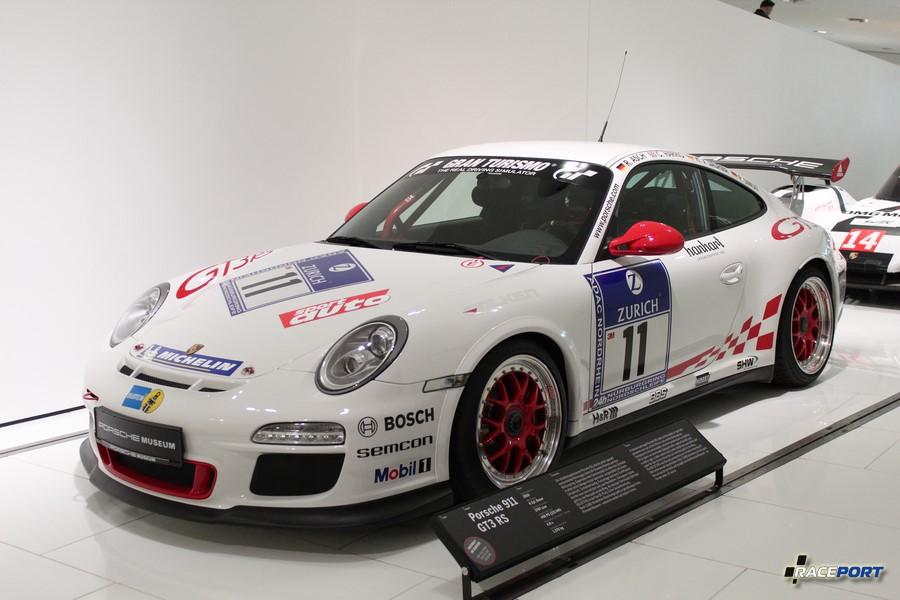 Porsche 911 GT3 RS 2010 г. в. Двигатель оппозитный 6 цил., объем 3797 куб см, мощность 450 л. с., разгон 0-100 км/ч 4 сек., вес 1370 кг
