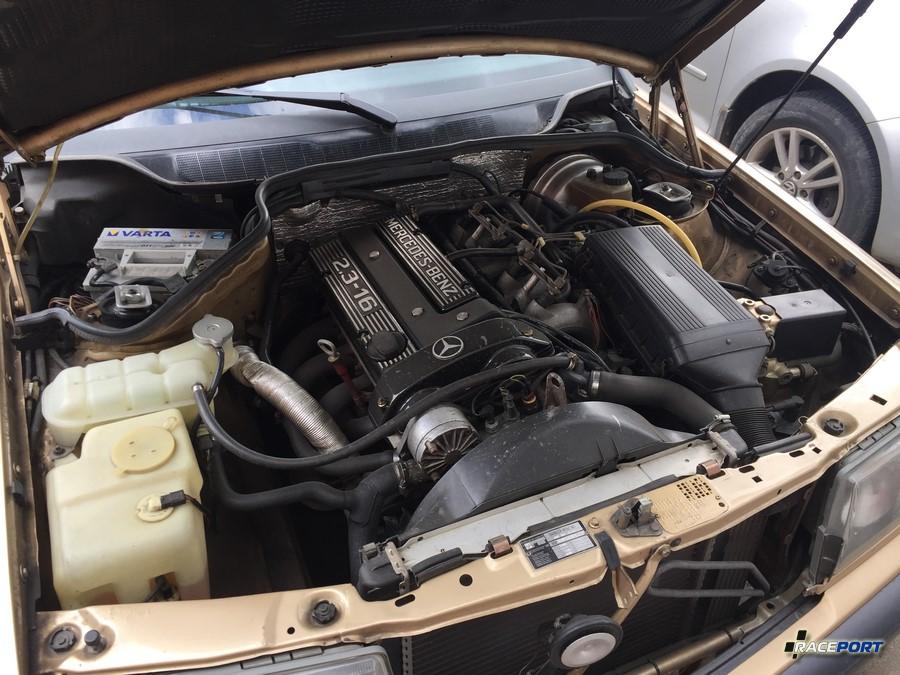 16ти клапанный двигатель от Мерседеса W201. Не профиль для мероприятия, но экземпляр интересный