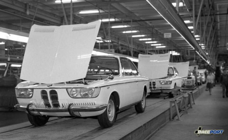 Как бы то ни было, в части купе BMW уже сделала ставку на 2000 С, автомобиль, являвшийся прямым производным от седана.