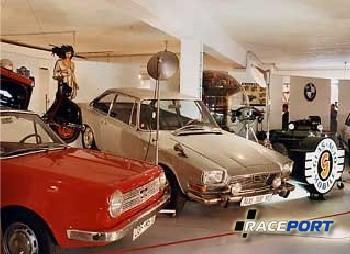 В музее стенд Glas символично находится рядом с стендом BMW