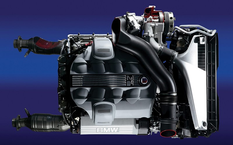 Двигатель V8 от модели B6S в кузовах E6X оснащенный компрессором