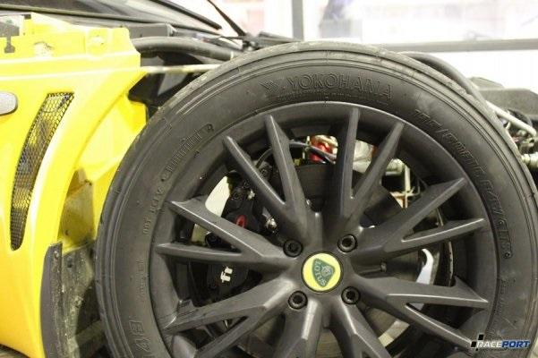 Передняя ось комплектовалась суппортами, задняя только роторы и колодки.