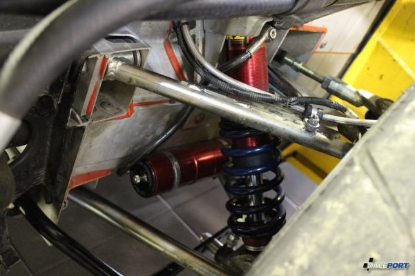 Установка комплекта амортизаторных стоек JRZ с выносными резервуарами.