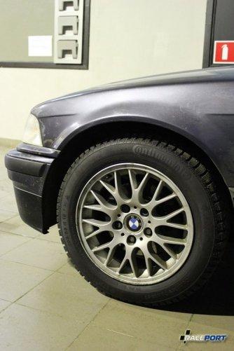 Колеса BBS и на сегодняшний день (зима 2012) лучшая зимняя резина Continental. К сожалению в такой короткий срок когда был собран автомобиль не хватило времени на поставку специальной подвески, но будет еще следующий год.
