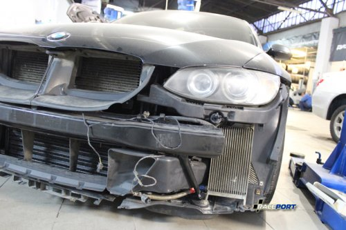BMW 335iX - на данной модели мы сняли масляный радиатор охлаждения небольшого размера, и вместо него установили два больших кулера.