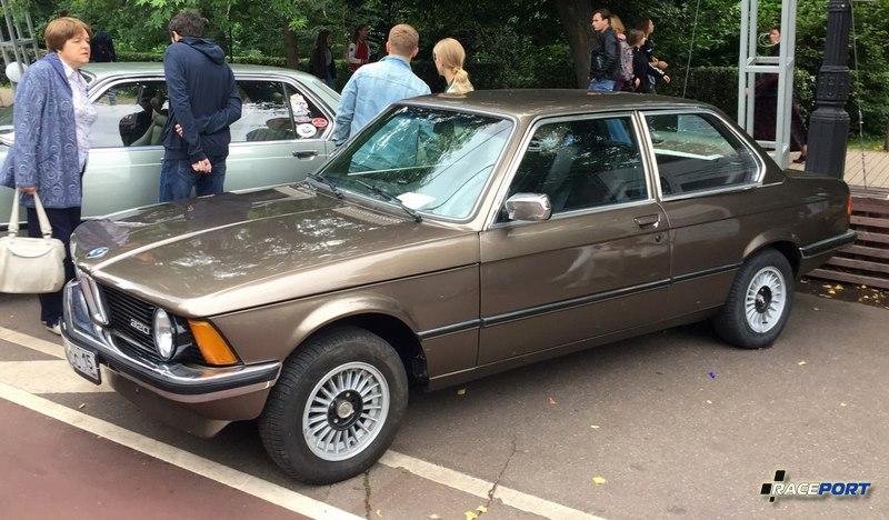 BMW E21. Автомобилей BMW к сожалению было очень мало