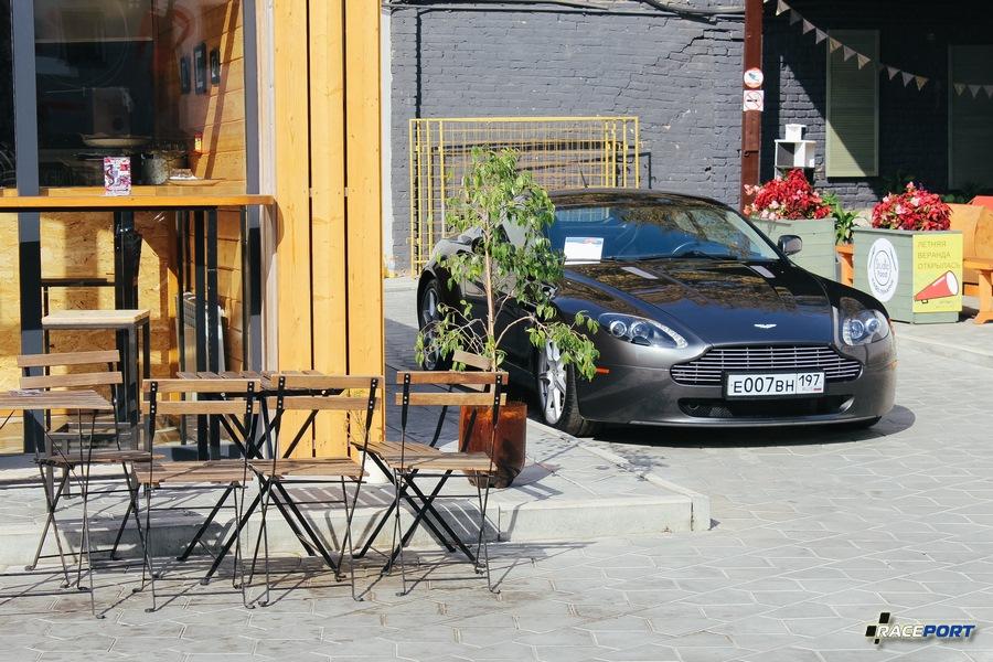 Был даже 007, шифровался в переулке :)
