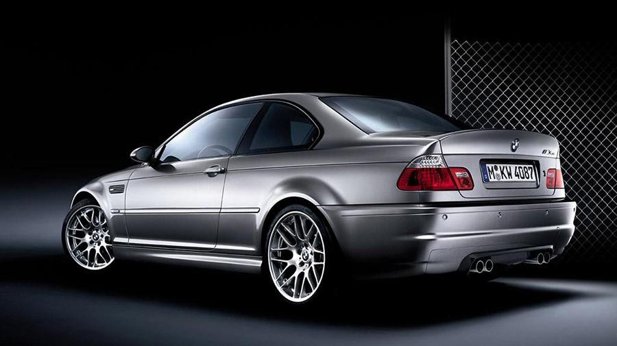 BMW M3 CSL должен был быть легче на 150кг штатной М3, но концепт и серийная версия имели массу различий, поэтому разница составила только 110кг