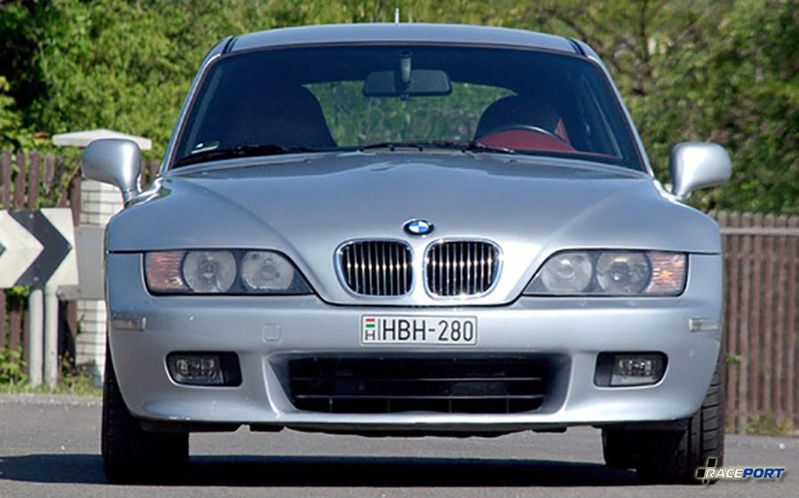 Вид спереди BMW Z3 с 6х цилиндровым двигателем