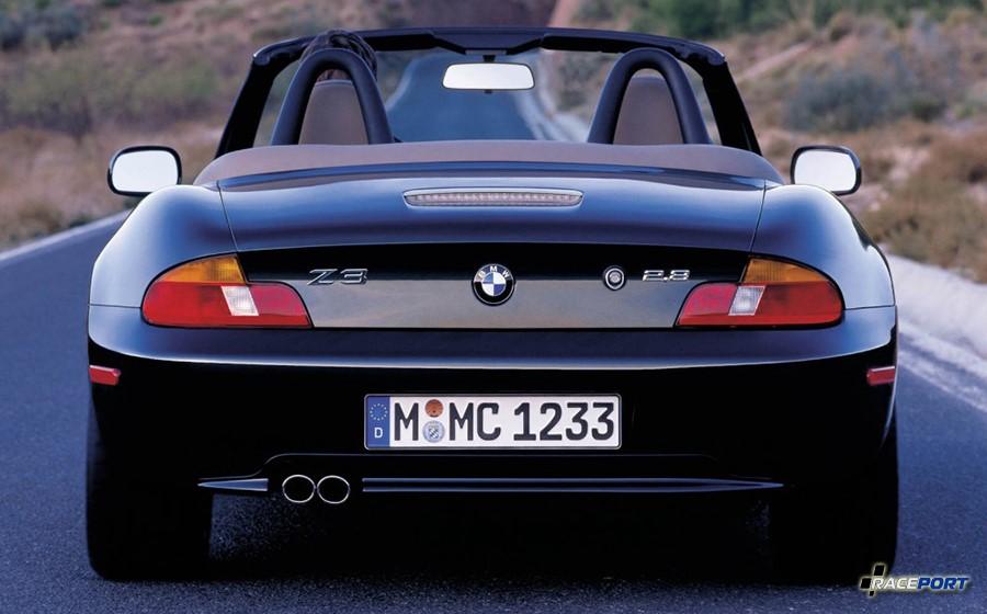 BMW Z3 Roadster вид сзади вариант рестайлинг 6 цилиндров