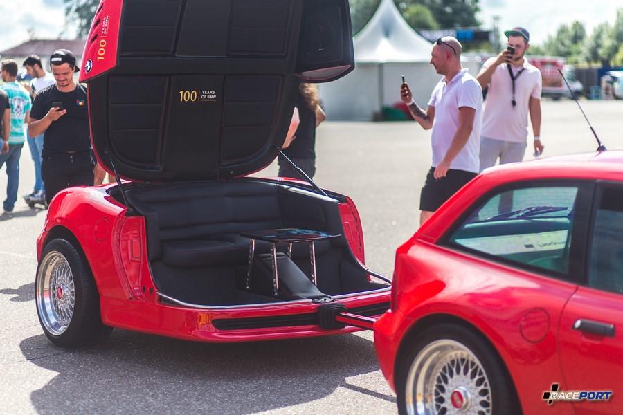 BMW Z3 Coupe с свапнутым S54 и очень оригинальным прицепом со странной философией. Места для рассады не обнаружены :)