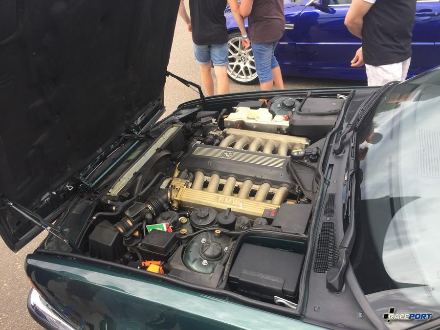 Моторный отсек семерки Е32 с 40 тыс пробега