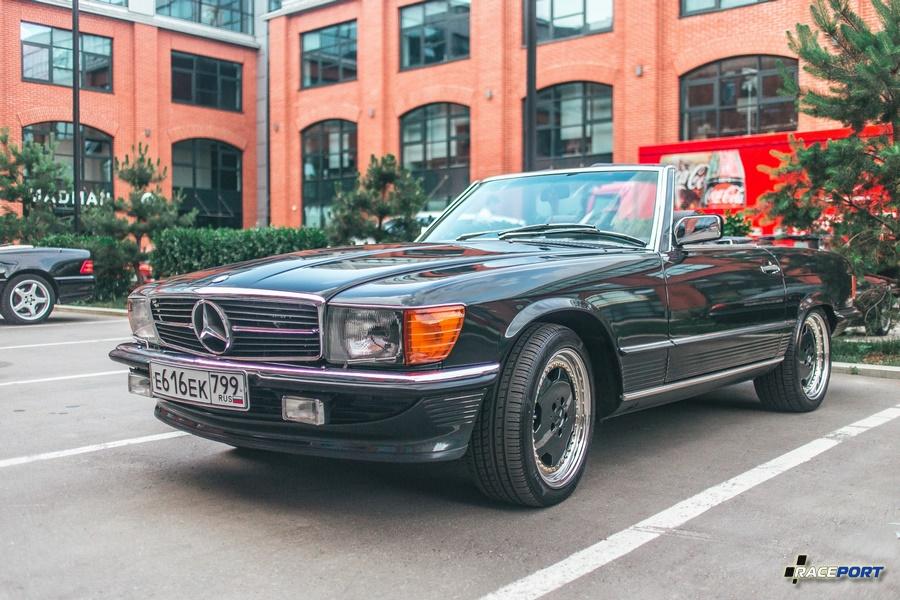 Mercedes-Benz W107