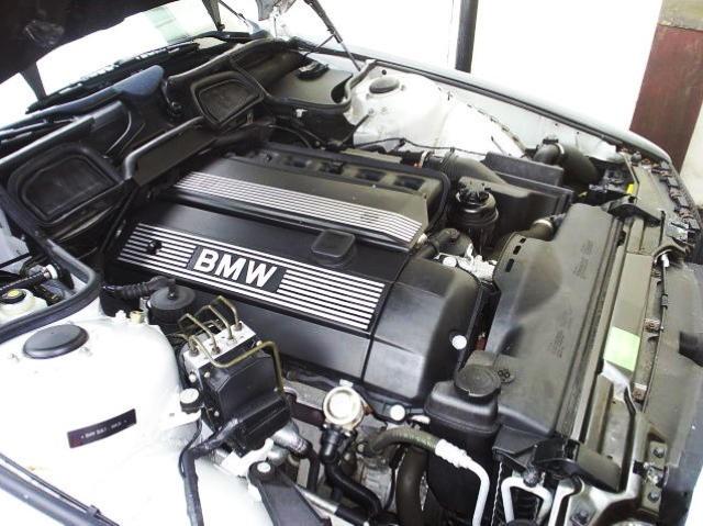 На фотографии вверху изображен мотор M52TUB28 с системой double-Vanos на модели 728i Sport 2001 года.