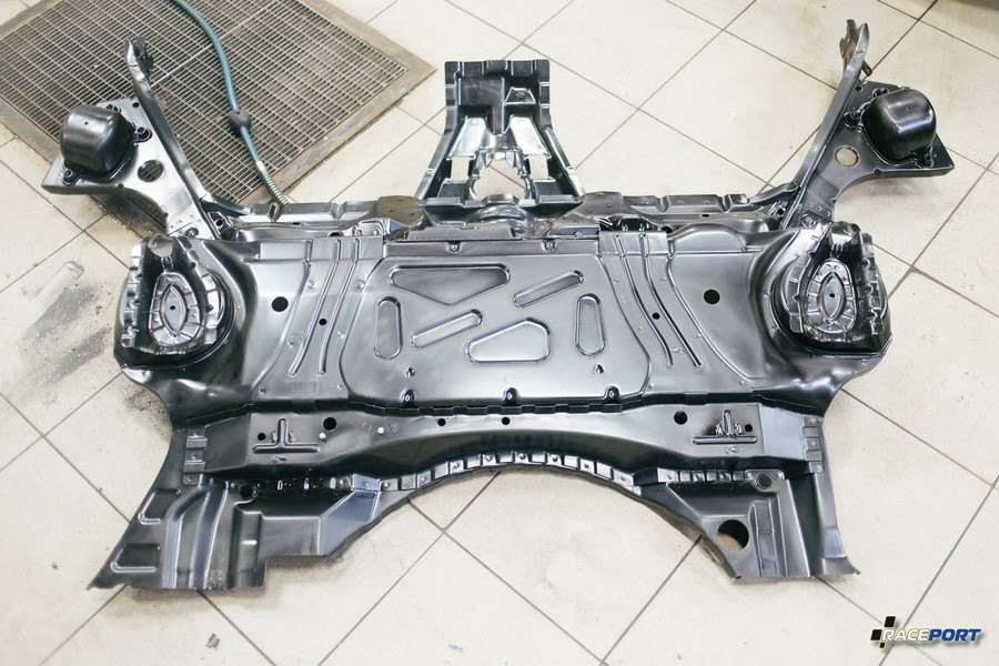 Новая деталь, элемент кузовного пола E46 M3