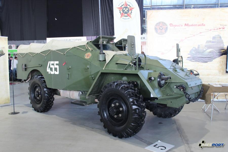 ГАЗ БТР-40 1950-1960 Масса 5,3 тонны. Выпущено около 8500 шт. Оснащен пулеметами 1 х 7,62 мм СГМБ