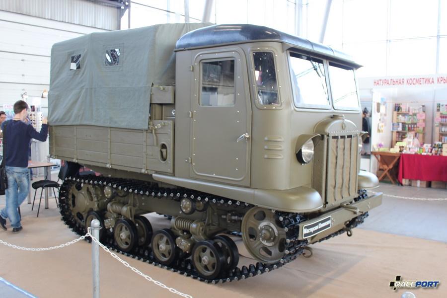 СТЗ-5 Советский гусеничный трактор (Сталинский Тракторный Завод) 4х цил. карбюраторный двигатель 1МА объемом 7,5 л. и мощностью 56 л.с. Дальность хода 140 км, макс. скорость 21 км/ч