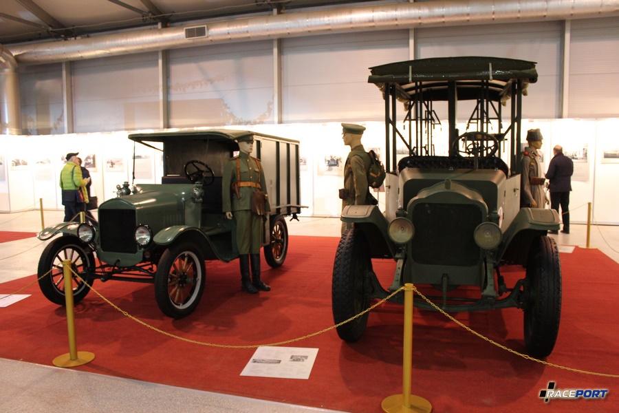 Ford Model T Ambulance, США 1917 г. и справа модель White