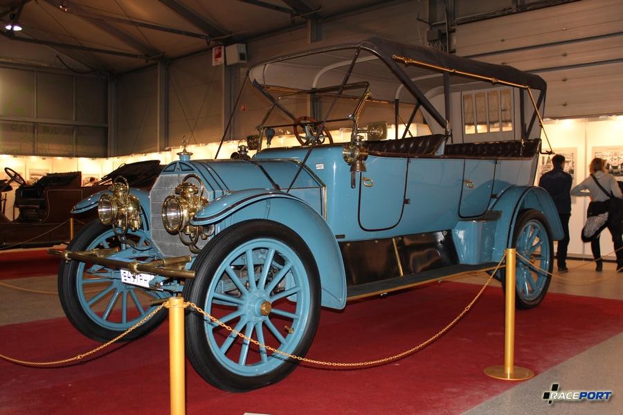 """Огромный Mercedes 22/50PS, Германия 1912 г. Кузов дубль-фаэтон типа """"торпедо"""". Двигатель 4 цил. 50 л.с. при 1300 об/мин, объем 5,7 л, макс. скорость 75 км/ч"""