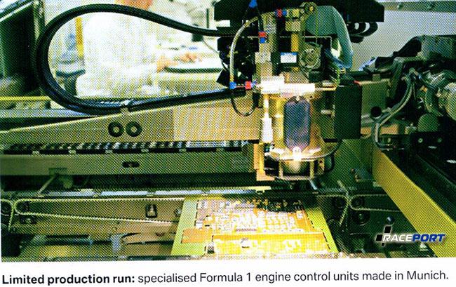 Контроль качества проходит высокотехнологичная электронная плата для блока управления двигателем.