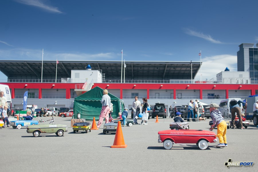 Педальные машинки нашего детства, бесплатный прокат автомобилей от конца 50х до 80х годов
