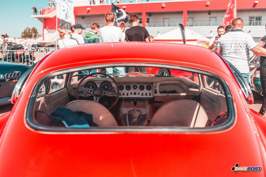 Лимитированный Jaguar E-Type из первых годов выпуска