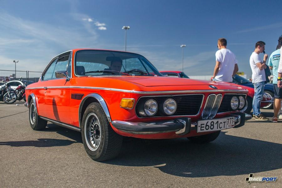 Замечательный BMW E9, но требует скорого вмешательства. Когда то был сделан не качественно, что сейчас принесло плоды