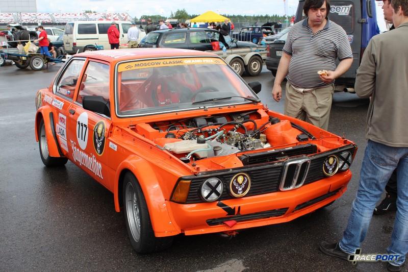 """BMW E21 оформлена в стиле """"Jagermeister"""" не удалось к сожалению увидеть ее в действии"""