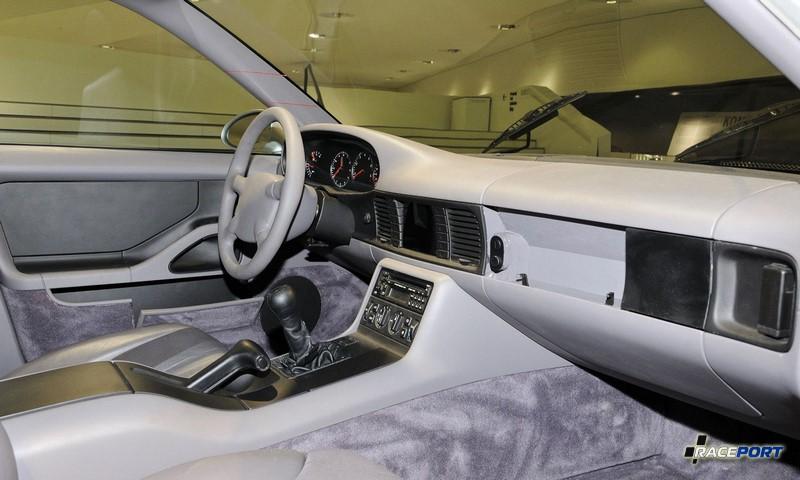 Porsche 989 interior
