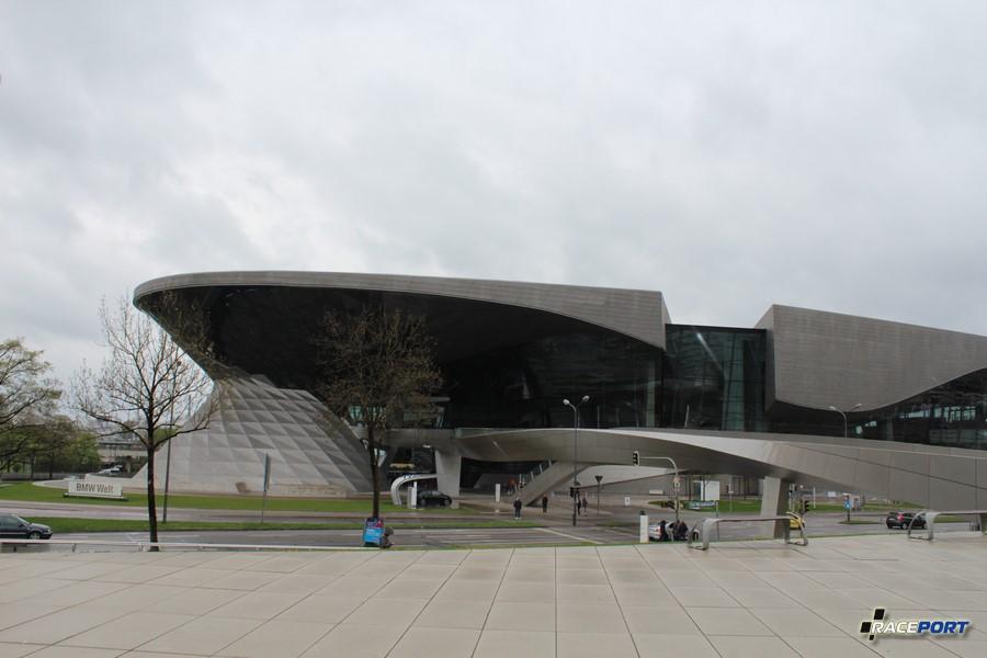 BMW Welt со стороны Олимпийского шоссе