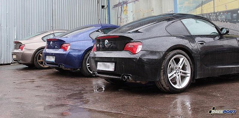 На парковке Рейспорта сразу три Z4M Coupe ожидают своих клиентов