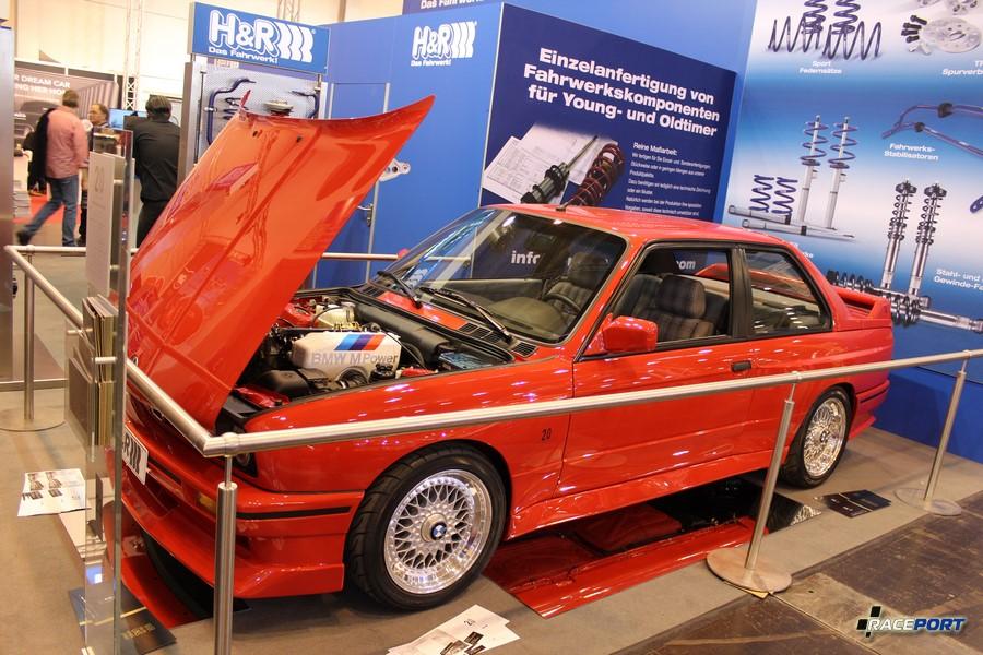 BMW E30 M3 Evolution II 1988 г. в. 2.3 л, 220 л. с. 1165 кг (185 из 500) на стенде H&R