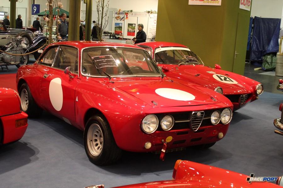 Alfa Romeo GT AM Autodelta 1971 г. в. на заднем плане AR Giulietta SS 1960 г. в.