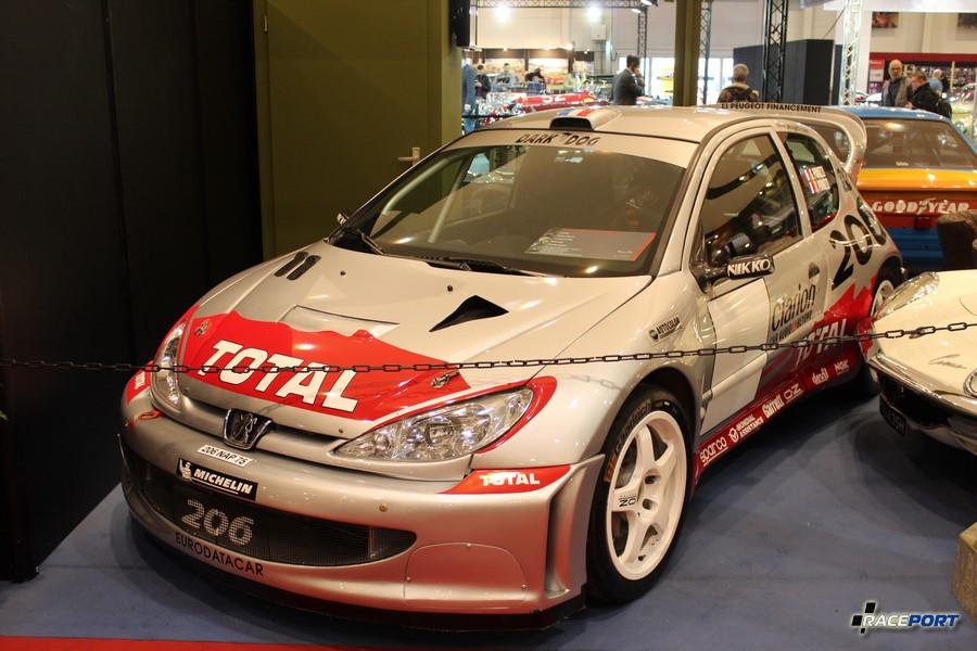 2002 Peugeot 206 WRC; табличка глосила, что проехал 11 гонок в WRC и к гонкам готов!