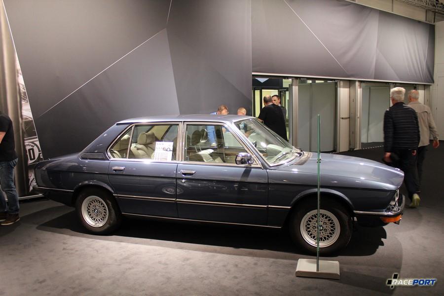 BMW 528i (E12)