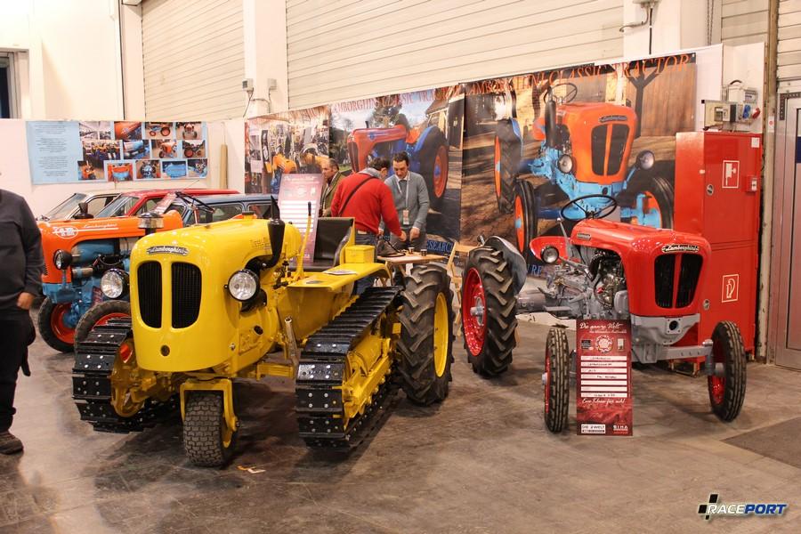 Трактора Ламборгини, тот что справа продается за 25 000 Евро