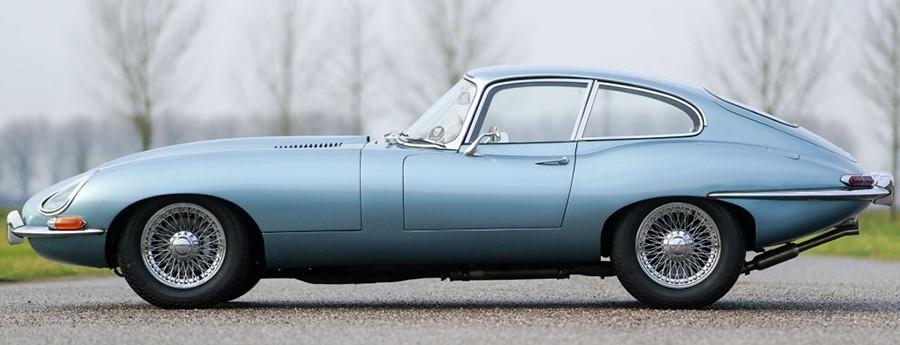 Jaguar E Type с кузовом купе первого поколения