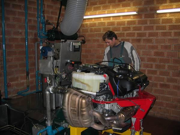 Двигатель на стенде.