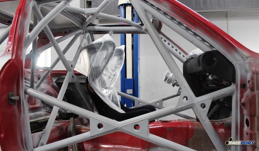 Пока еще примерка ковша на BMW E30 подготовленную к гонкам MCGP