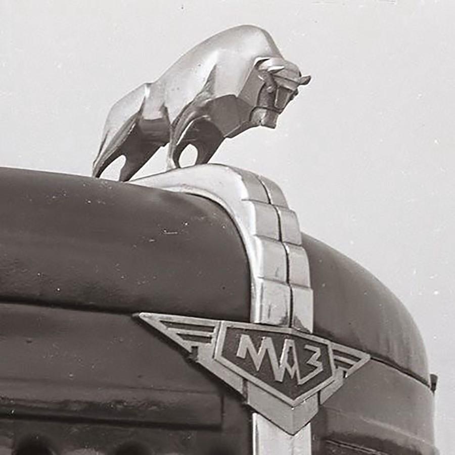 Фигура быка на отечественном МАЗе