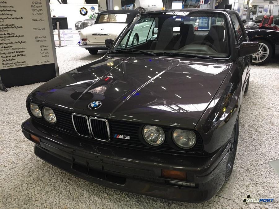 BMW E30 M3 с кузовом купе. Обратите внимание на пластиковую крышу Hard Top.